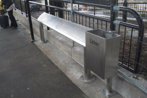 街道家俱-垃圾桶及长凳-英国-2011 - 葆冈工程 | 香港